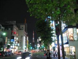 東京 六本木の外苑東通りから見える東京タワー