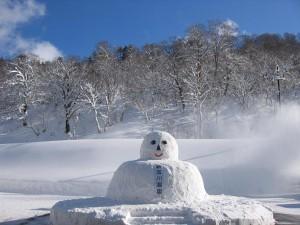 新玉川温泉の雪だるま(秋田県)