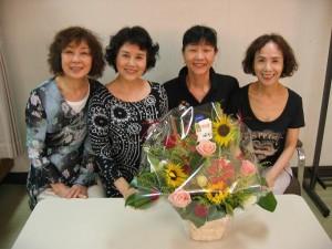 田岡美也子さん、岡本麗さん、私、松金よね子さん(大阪・高槻現代劇場 中ホール楽屋にて)