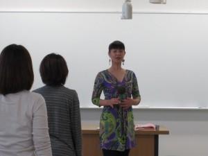 栗岡多恵子 ( 甲南女子大学 看護学科 D-PECボディワークの授業風景)